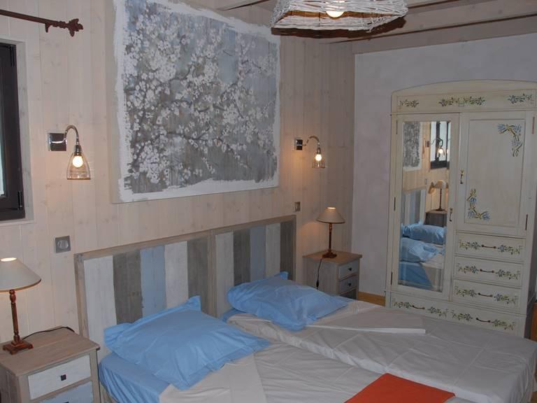 Chambre avec 2 lits en 90 cm