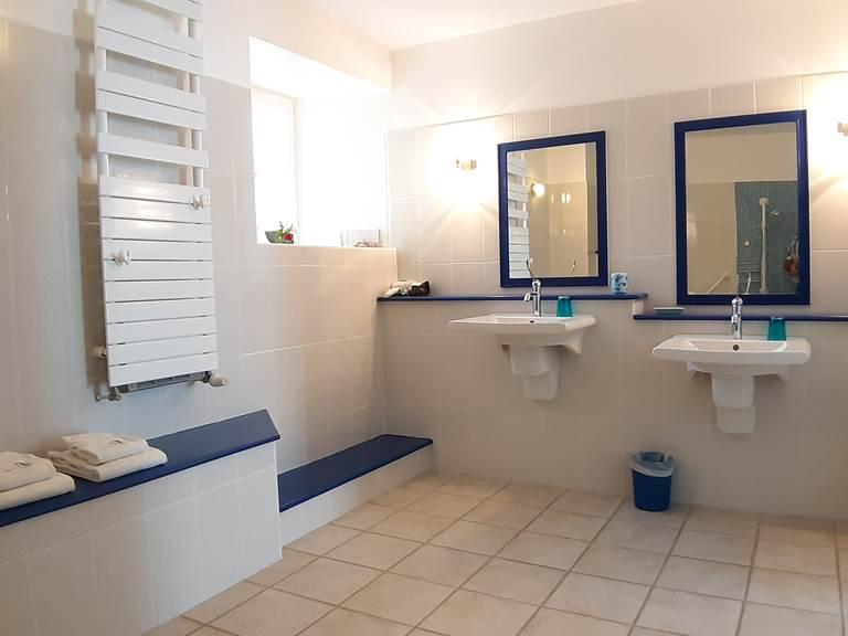 La salle d'eau de la Chambre l'Essart du Moulin de Montizeau