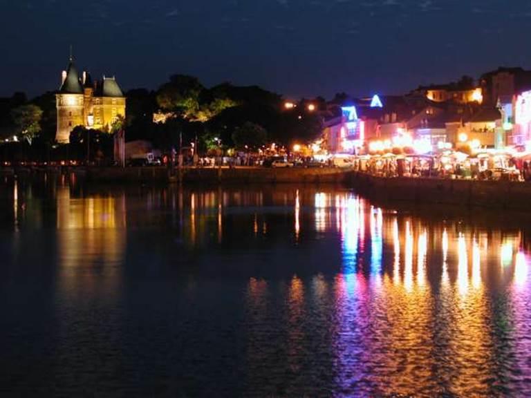 Château et port nocturne
