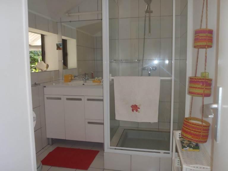 Salle de bain studio Bougainvillée
