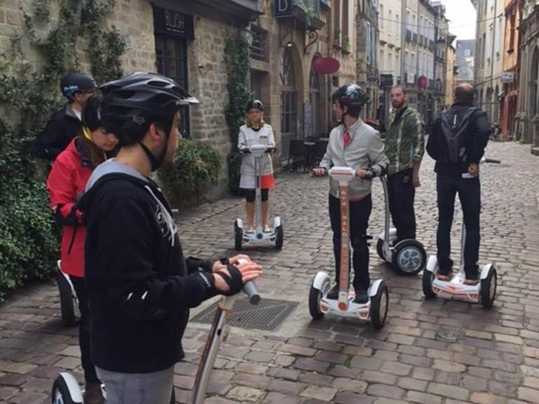 Equipe de pilotes en visite dans le Rennes historique , le 30092017