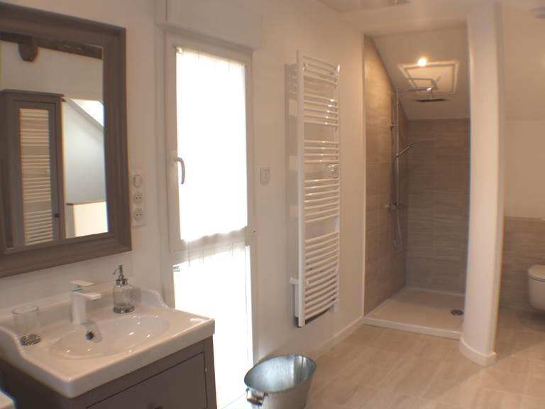 Vue de la douche, espace et douceur