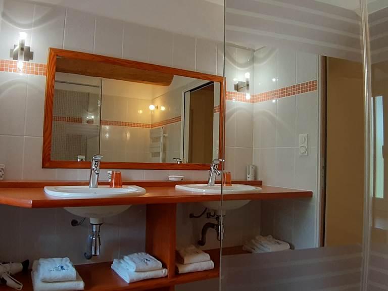 La salle d'eau de la Chambre La Landrelle du Moulin de Montizeau