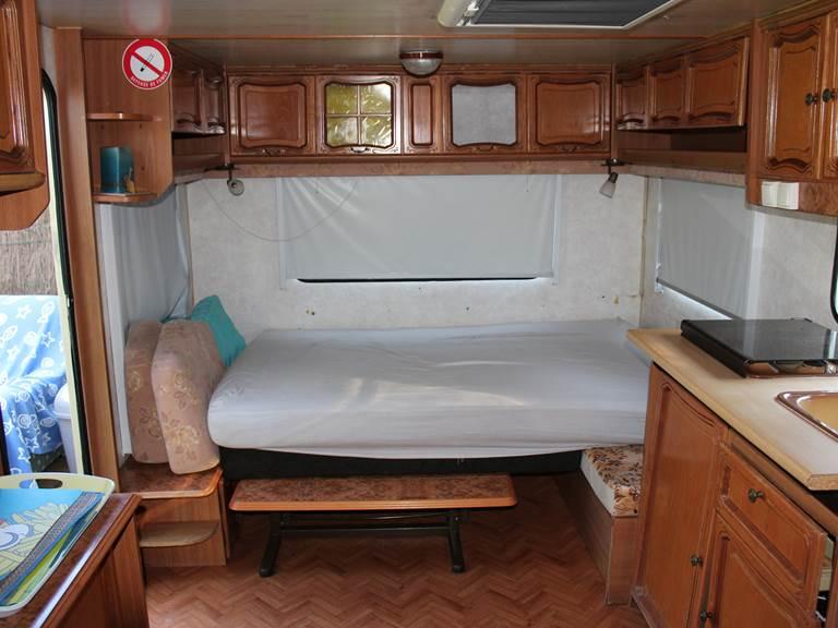 caravane sédentarisée  canapé lit
