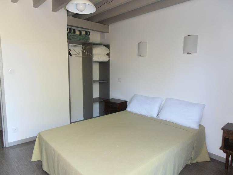 Chambre avec lit en 140