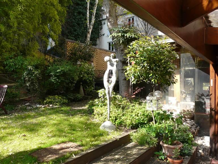 Une partie du jardin vu de la chambre