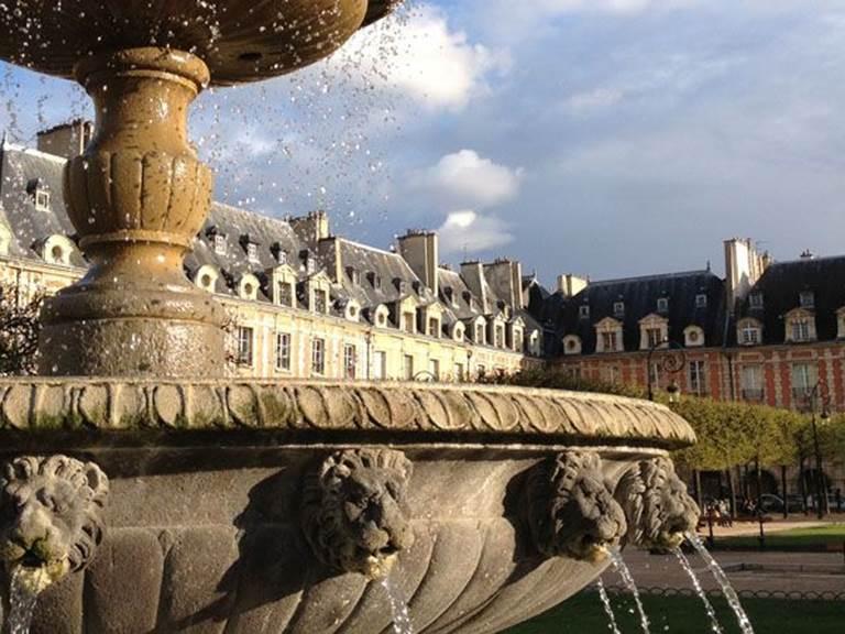 Place des Vosges - Fontaine copie