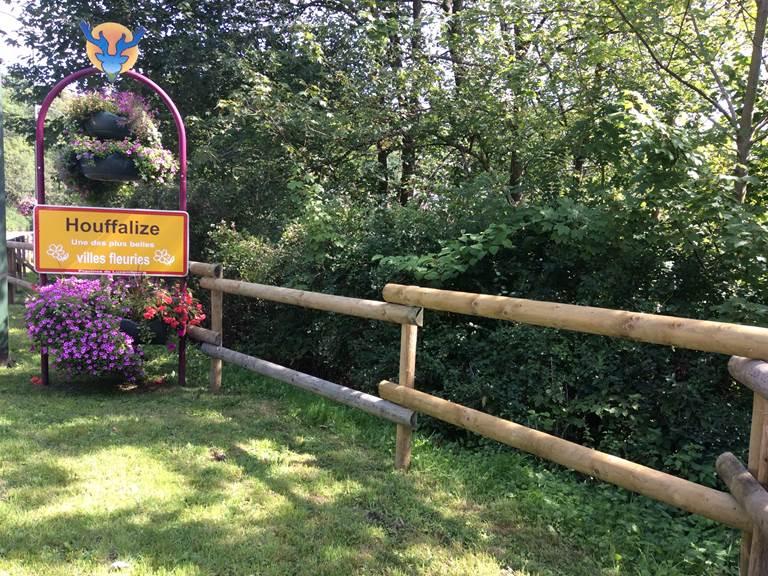 A 13 km d'Aux chants d'oiseaux  HOUFFALIZE cité du VTT