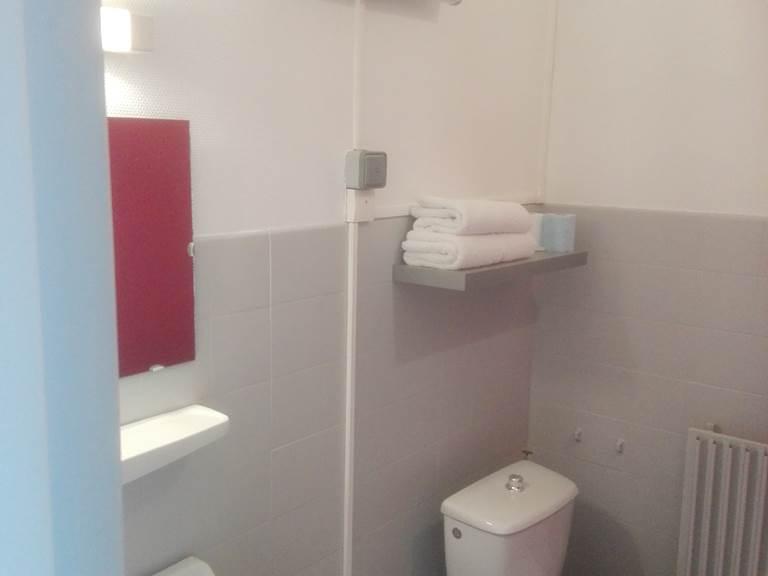 salle de bains hotel pas cher correze