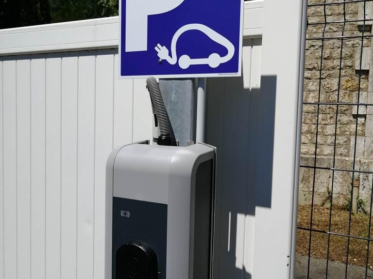 Borne de recharge pour voiture électrique.