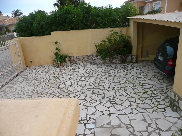 Villa Dénia cour garage.jpg