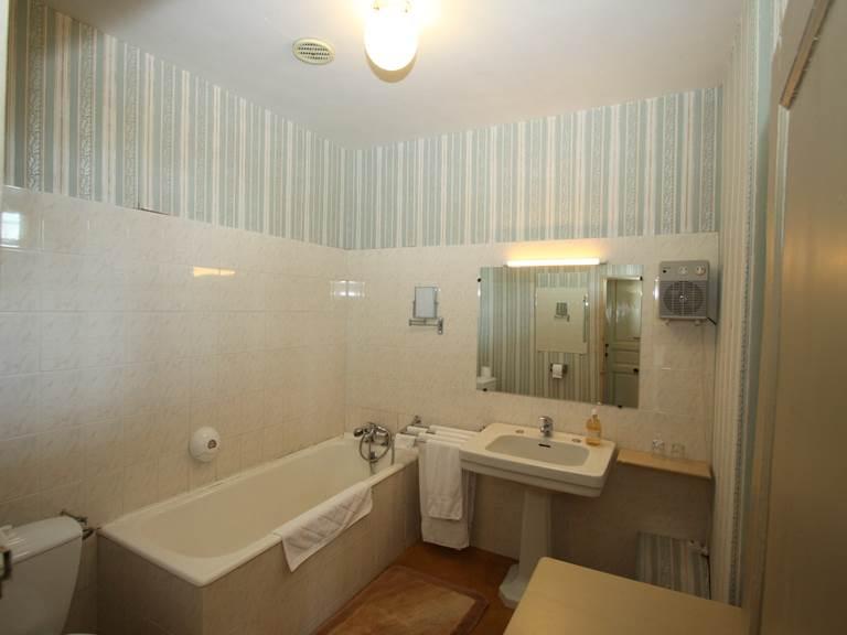 Chambre Les Jardins   la salle de bain