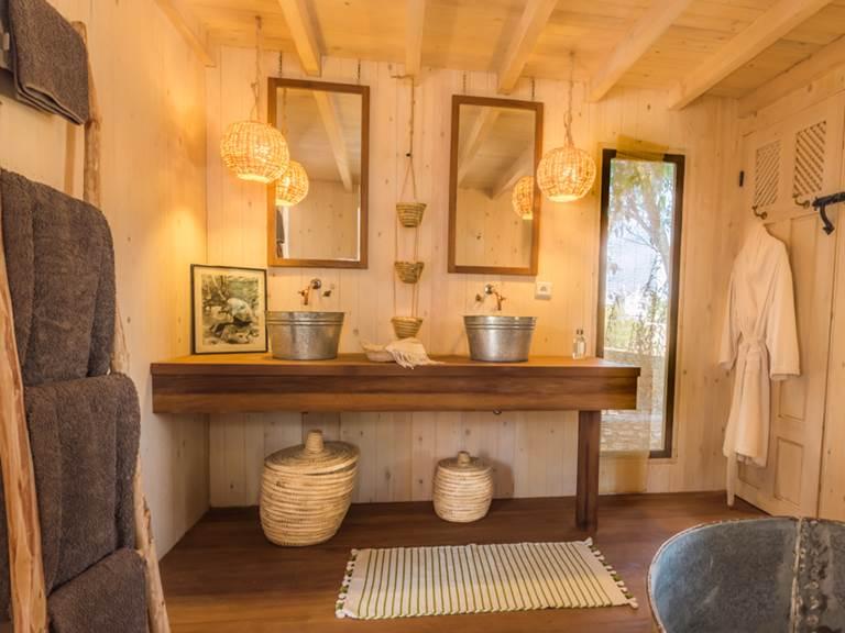 riad Baoussala Essaouira - Suite Taabiha - salle de bain - baignoire ronde en zinc