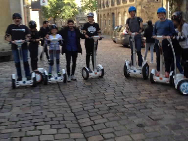 Equipe pilotes , rue du Chapitre, centre historique Rennes. Rencontre inatendue. 10-2017