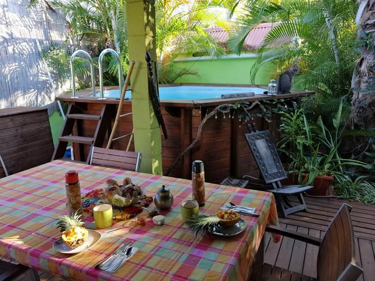 Petit-Déjeuner sous la varangue