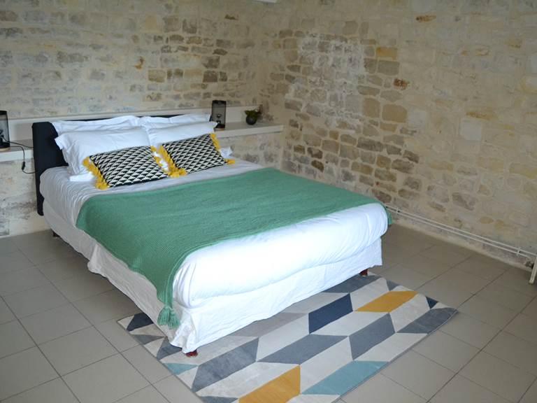Lit Queen Size - Chambre d'hôte NATURE (40 M2) à la Rochelle Lodge