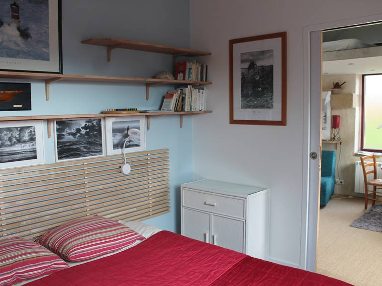 Gouelet-Ker Ouessant la chambre (lit de 160 cm) donne sur le séjour