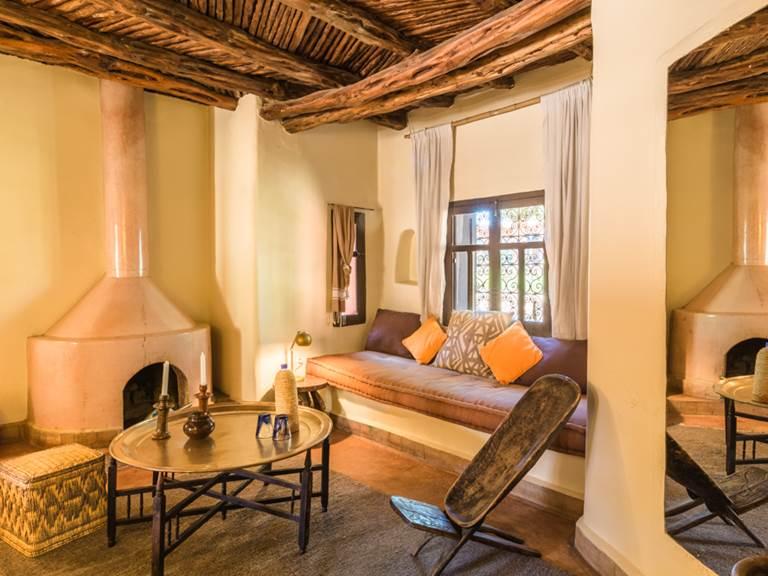 riad Baoussala Essaouira - suite Sahara  - salon et cheminée
