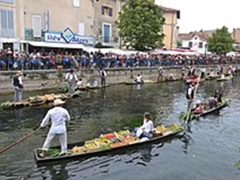 L'Isle_sur_la_Sorgue_-_Marché_flottant