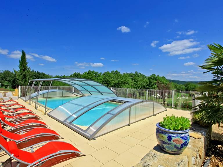 La piscine pour se relaxer en fin de journée après vos activités