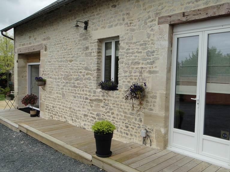 La Maison du Palefrenier façade en pierres de Caen