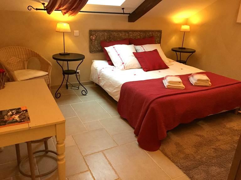 La chambre Roses de Cahors, grand lit de 160