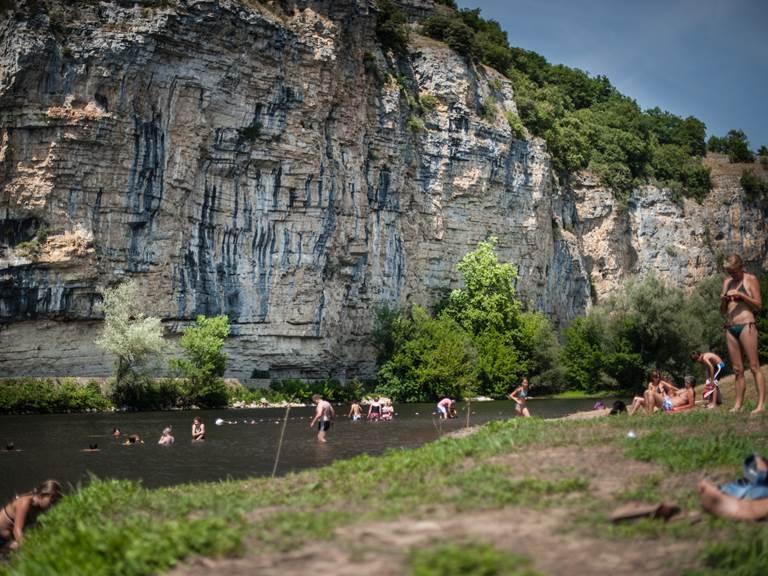 Baignade-dans-la-Dordogne-a-Gluges-02---Lot-Tourisme---C