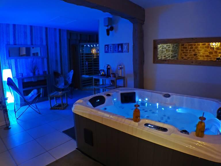 les instants voles jacuzzi privatif - Suite Amoureux, jacuzzi et sauna vue d'ensemble