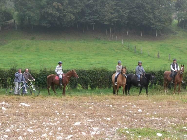 Château de Behen Balade à cheval & en vélo