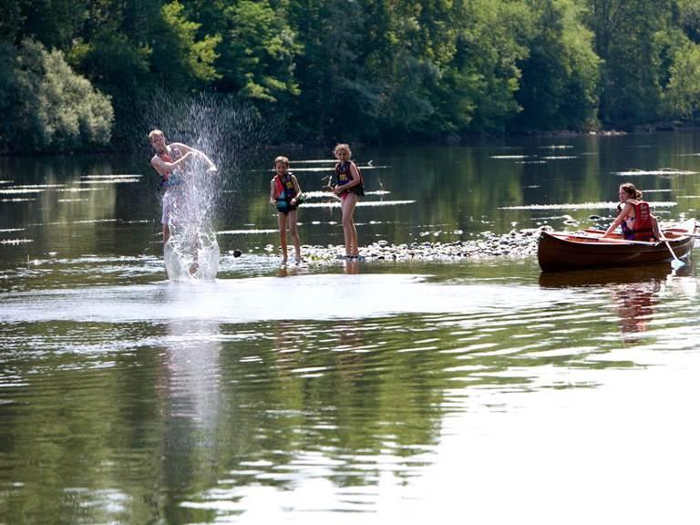 sortie_canoe_en_famille_-_vallee_de_la_dordogne_-_-c_lot_tourisme_-_p