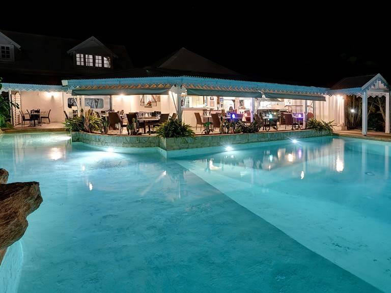 piscine nuit hostellerie guadeloupe