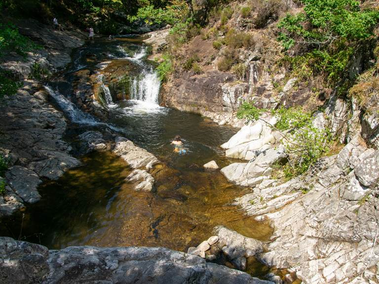 baignade en cascade et rivière
