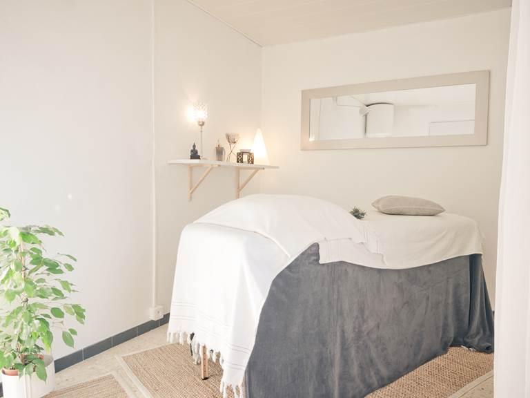 Atelier Soins de l'Alba St Cyprien, table de massage