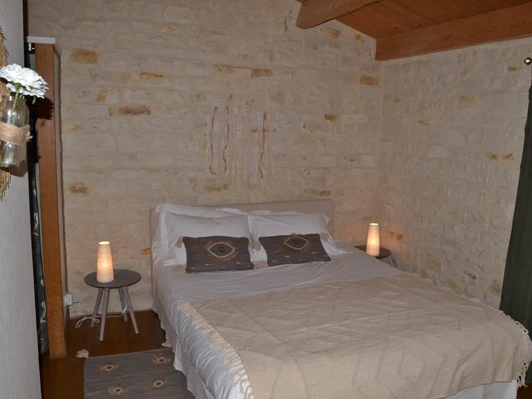 Lit Queen Size - Chambre d'Hôte NOIR & BLANC (15 M2) à La Rochelle Lodge