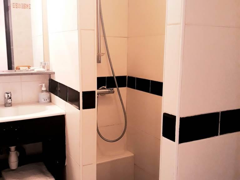 studio 2 personnes salle de bains