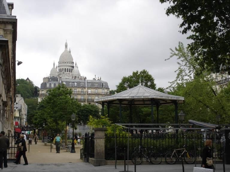 Square d'Anvers, vue sur le Sacré Coeur