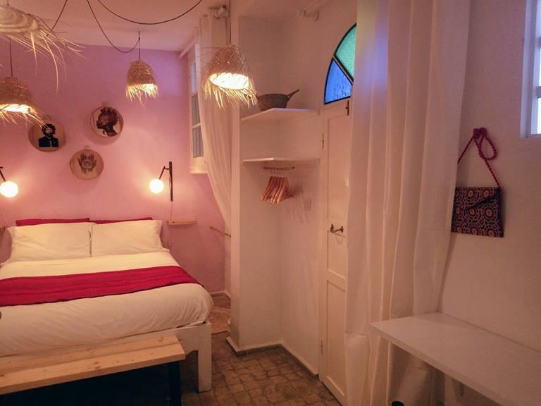 chambre rose poudrée de l'hôtel Emeraude Essaouira