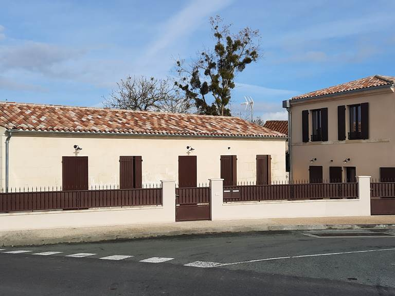 Résidence Heurtebise - 5 locations thermales ou touristiques neuves, devant les Thermes de Jonzac