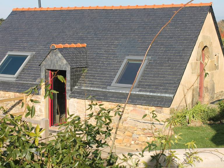 Un petit bâtiment typique de l'architecture paysanne à Logonna-Daoulas