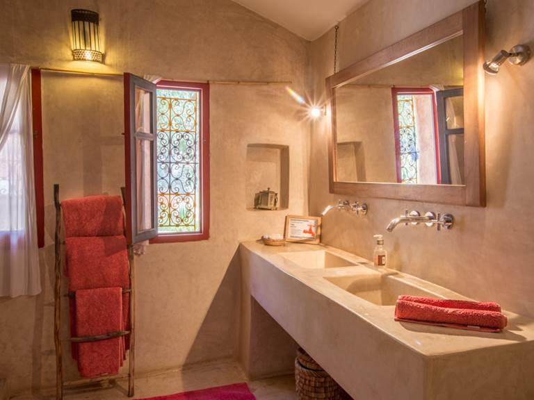 riad Baoussala Essaouira - chambre Rouge -salle de bain