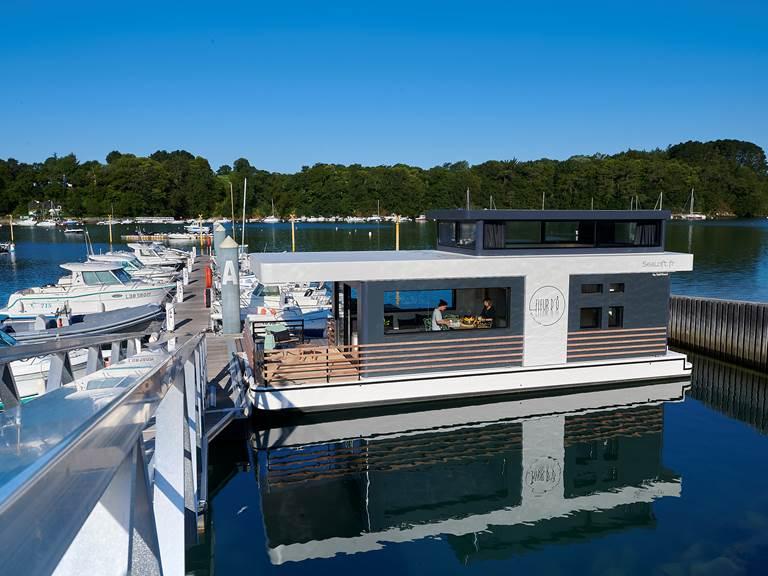 Lodge boat Fleur d'Ô ©Y. Zedda