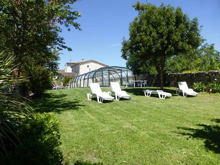 Saint Roch jardin piscine2.jpg