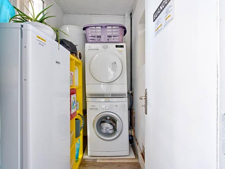 Buanderie en libre service (machine à laver, sèche linge, lessive...)