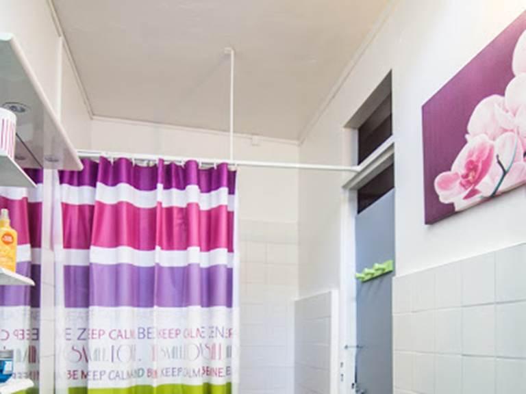 salle de douche à partager