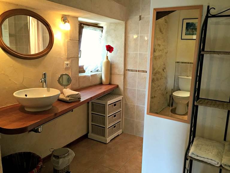 La salle d'eau avec douche à l'italienne, gîte La Grangette XL
