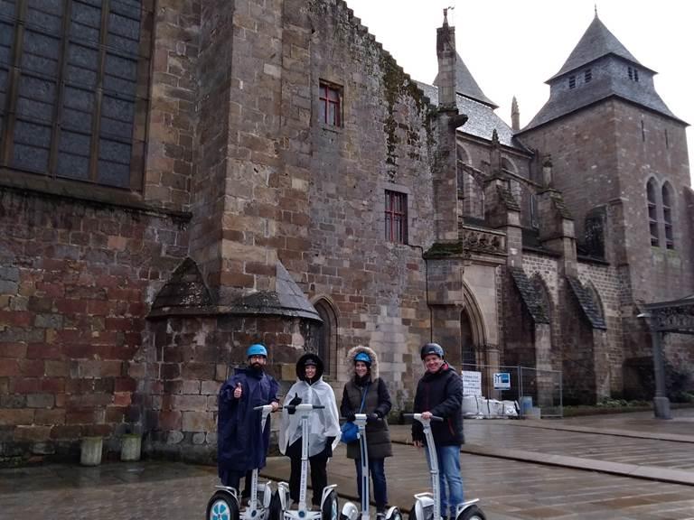 Equipe à Saint Brieuc , place de la Cathédrale.