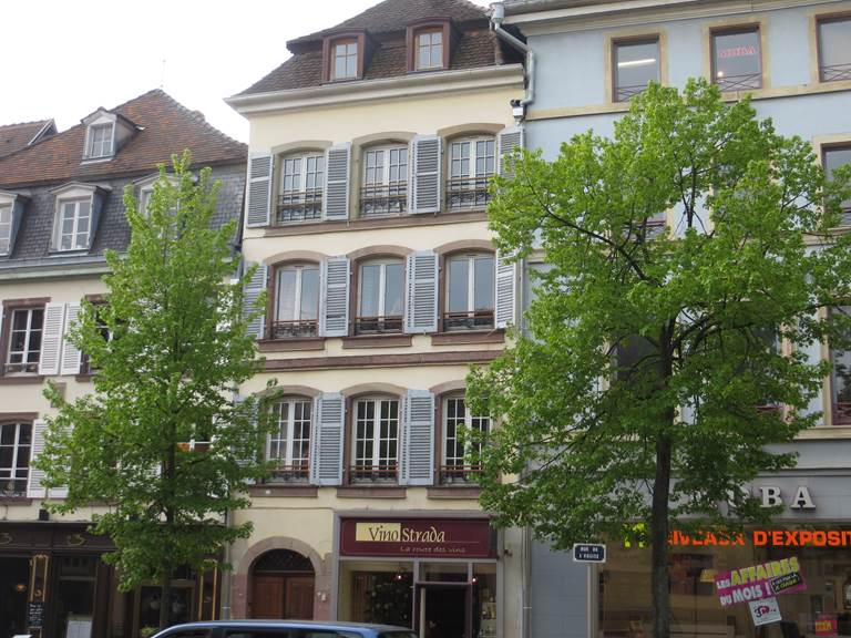Immeuble avec trois apartements