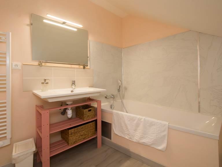 Salle de bain chambre poudrée étage Gîte du Puit Des GRanges Faux Vesigneul