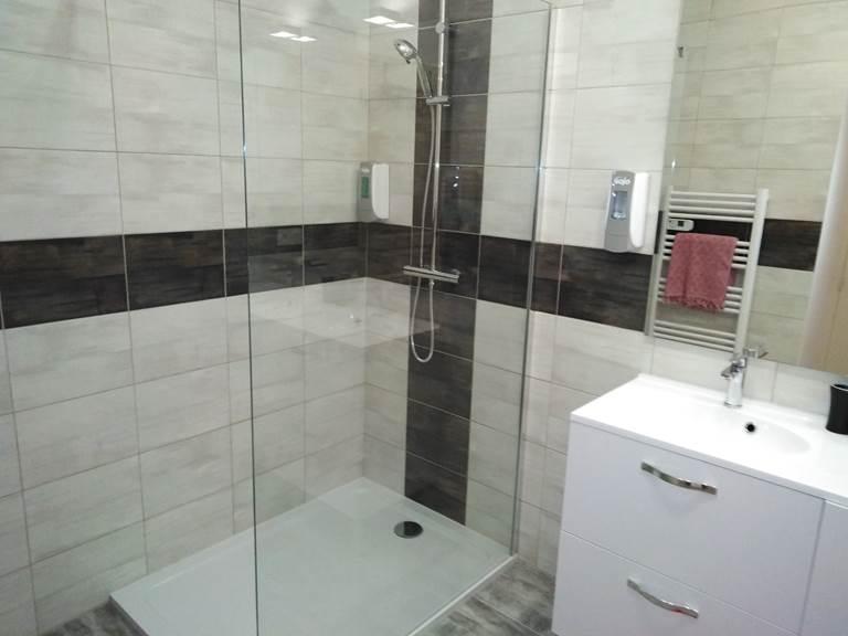 Salle d'eau douche italiene  ADALIE