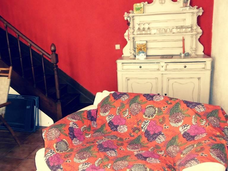 salon cote escalier